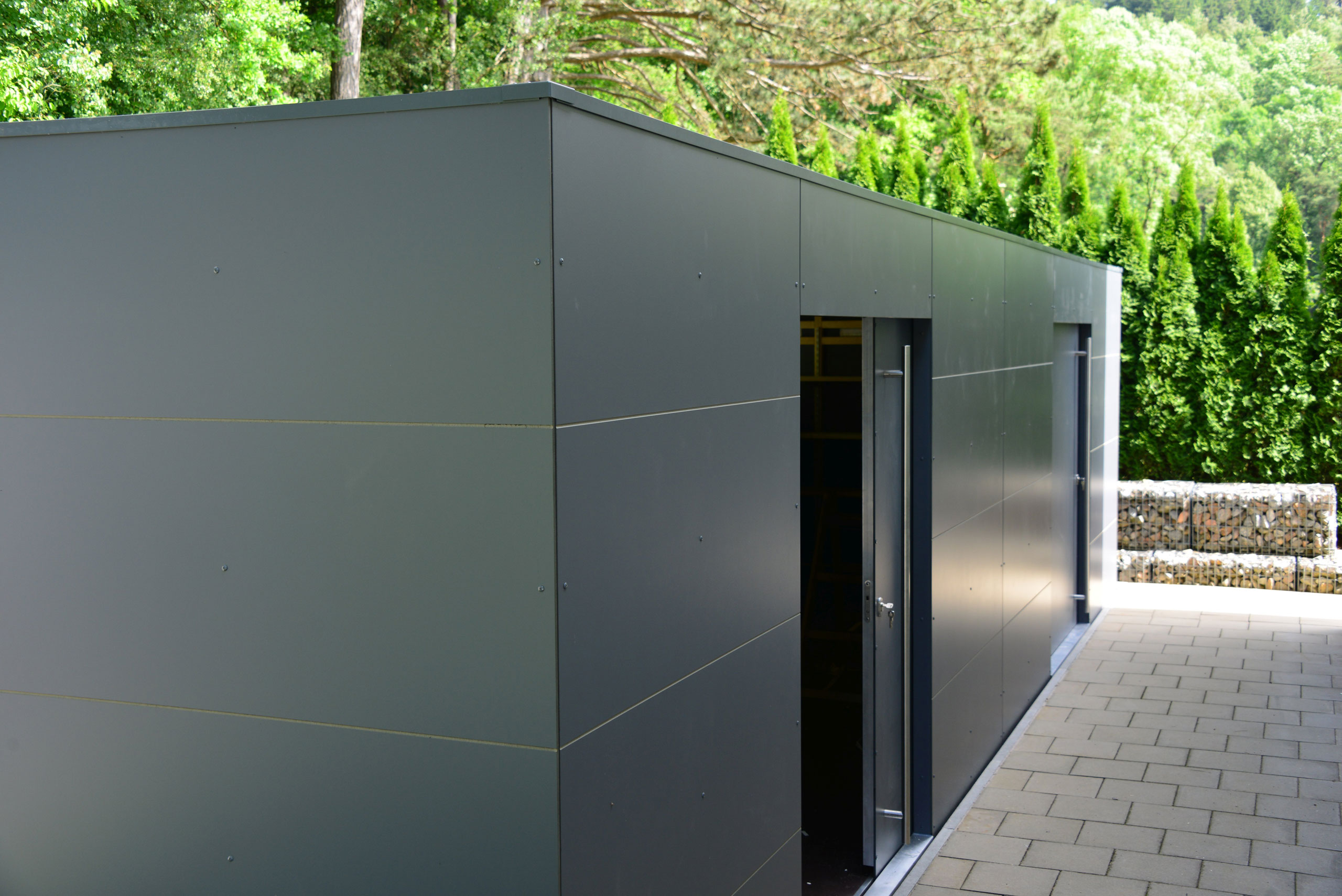 XL CUBE – Design Gartenhaus mit zwei Schiebetüren in Berching