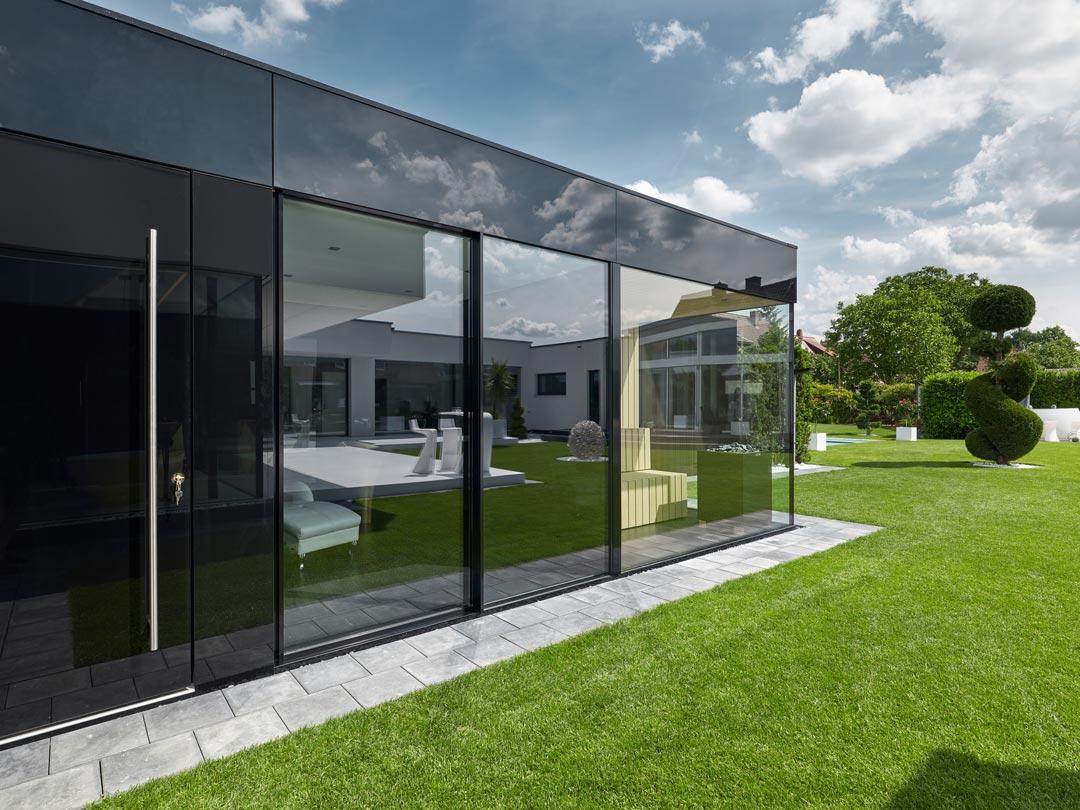 CUBE – Design Gartenhaus wird in Albertshofen zur exklusiven Wellness-Oase