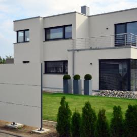 BLICKFANG - Design Sichtschutz und modernes Flachdachhaus in Unterspiesheim