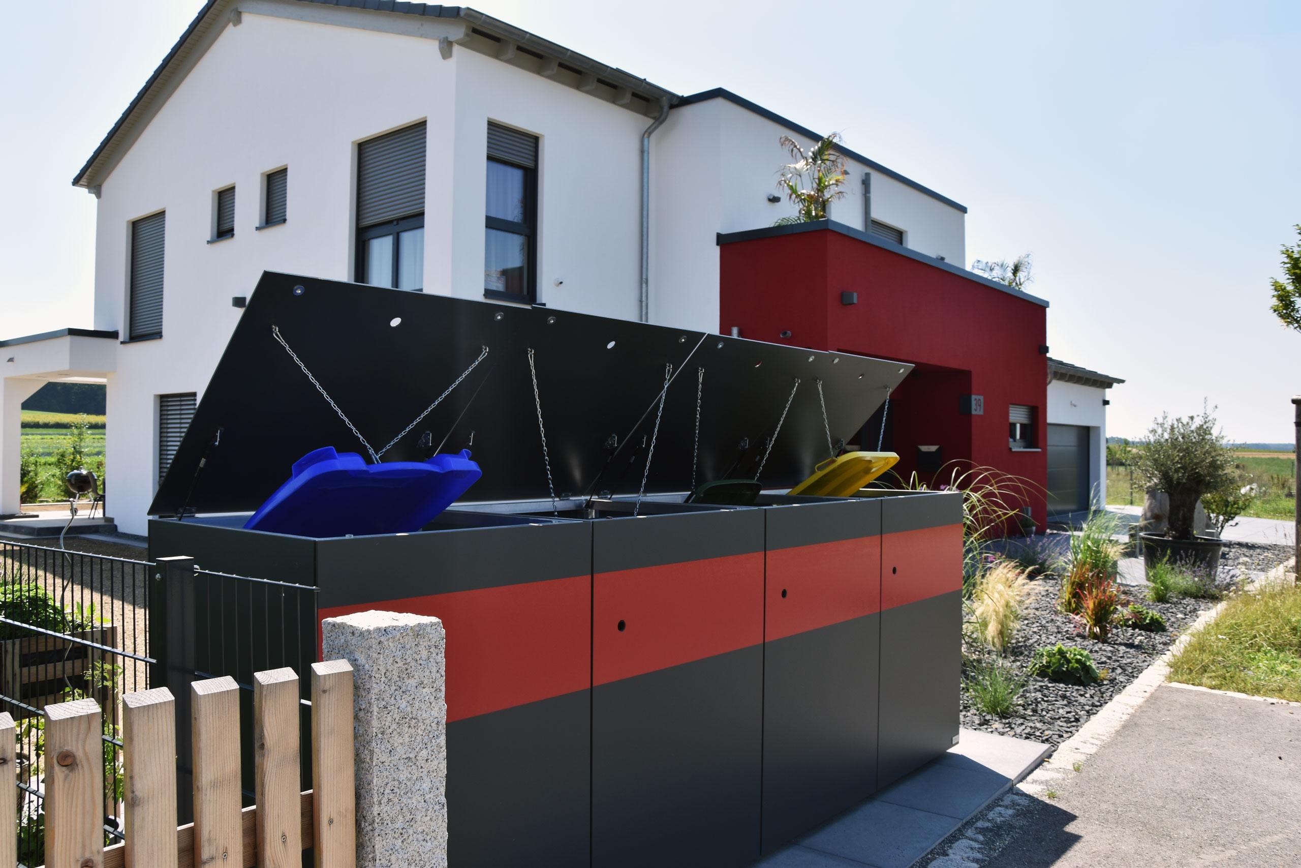 Zweifarbige MÜTO – Design Mülltonnenbox Ton in Ton mit Einfamilienhaus in Schrobenhausen