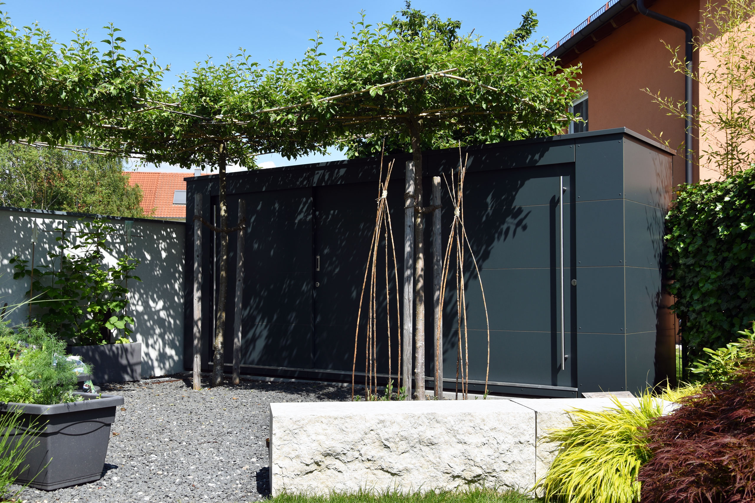 Referenz 85651 Pliening | GarDomo | KABINETT Design Gartenschrank 0000